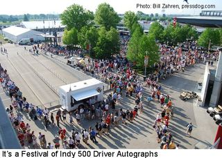 Indy_500_2009_crowd