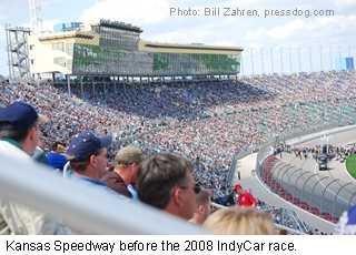Kansas_speedway_crowd2